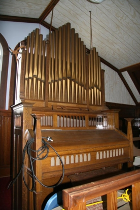 This reed organ, disguised as a pipe organ, was made in Woodstock, Ontario by the Thomas Company.